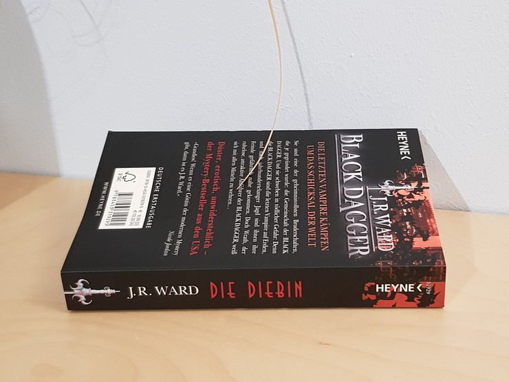 Rezension Black Dagger - Die Diebin von J. R. Ward