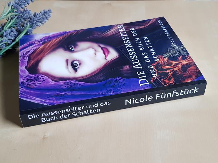 Rezension Die Aussenseiter und das Buch der Schatten von Nicole Fünfstück