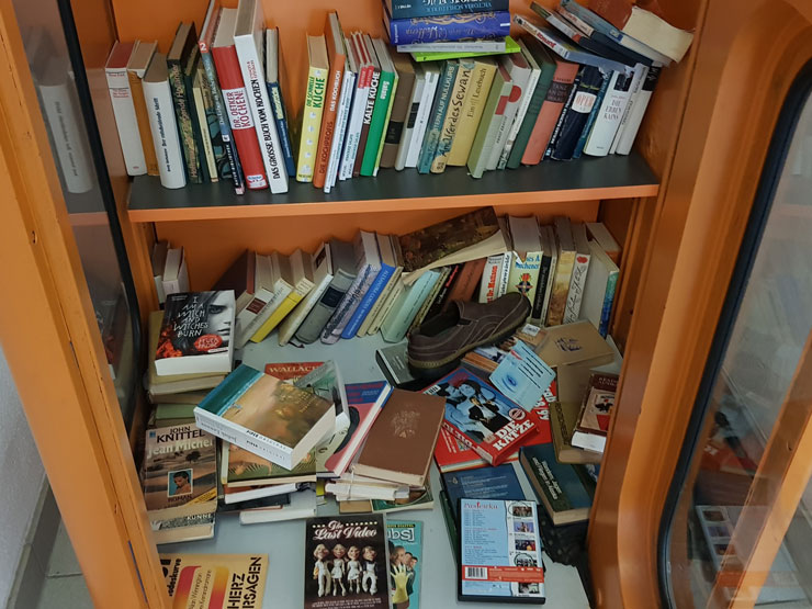 Bücherschrank im Bahnhof von Thale